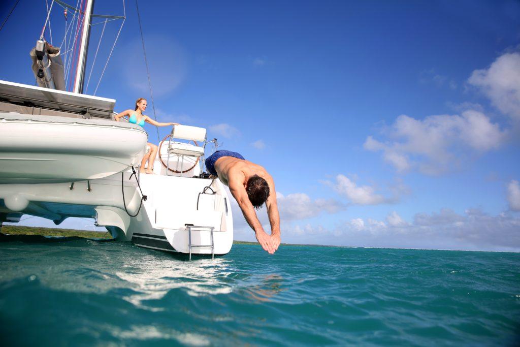 huur een boot en neem een duik in het water